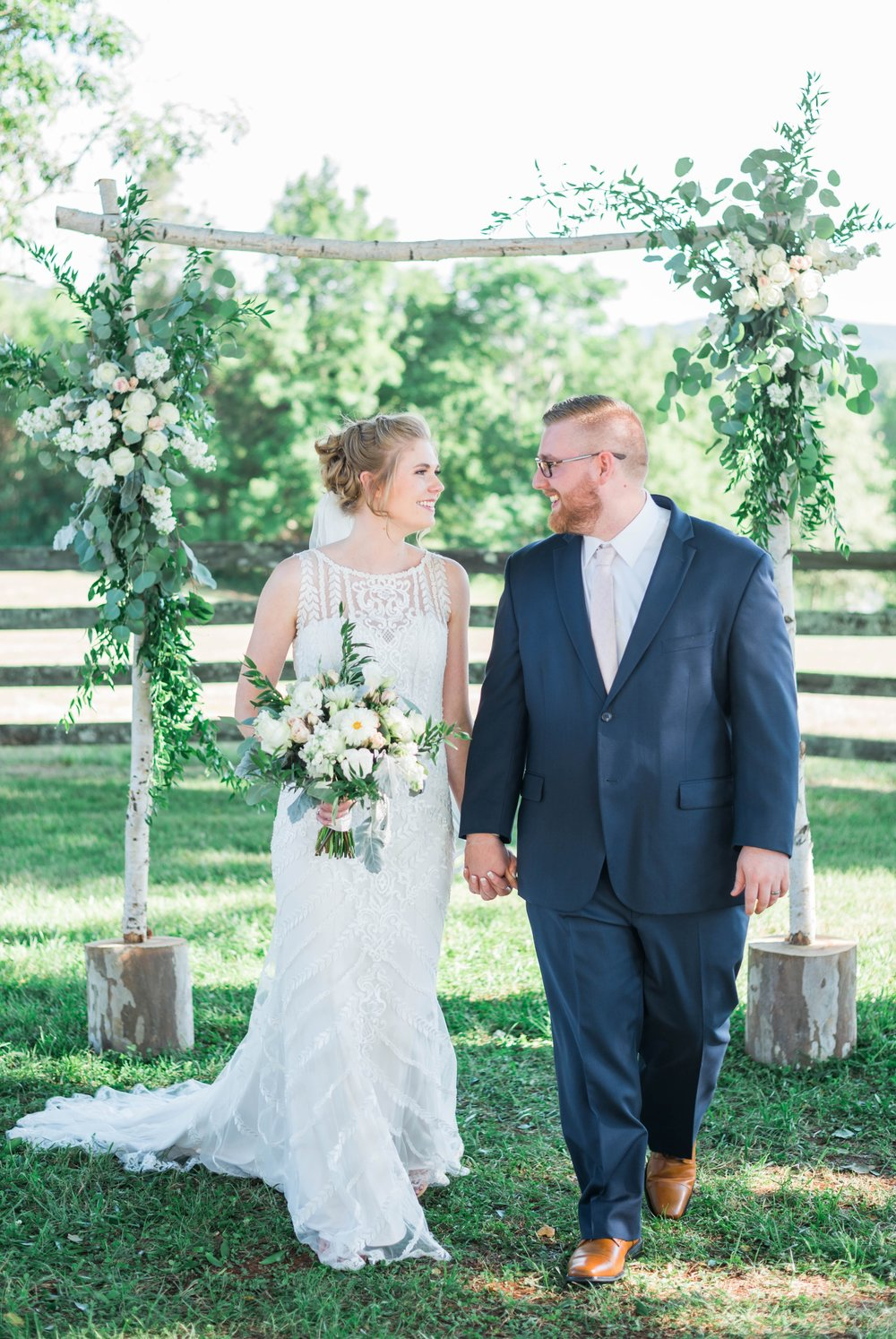 SorellaFarms_VirginiaWeddingPhotographer_BarnWedding_Lynchburgweddingphotographer_DanielleTyler 10.jpg