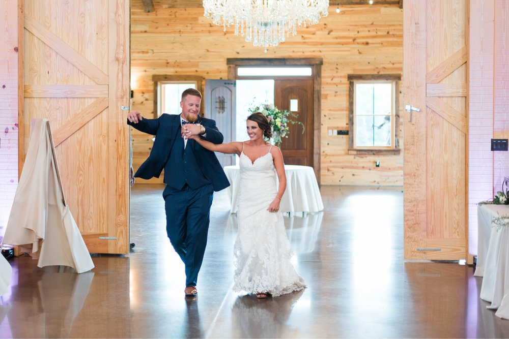 atkinson farms_VirginiaWeddingPhotographer_LynchburgWeddingPhotographer_DylanandLauren 37.jpg