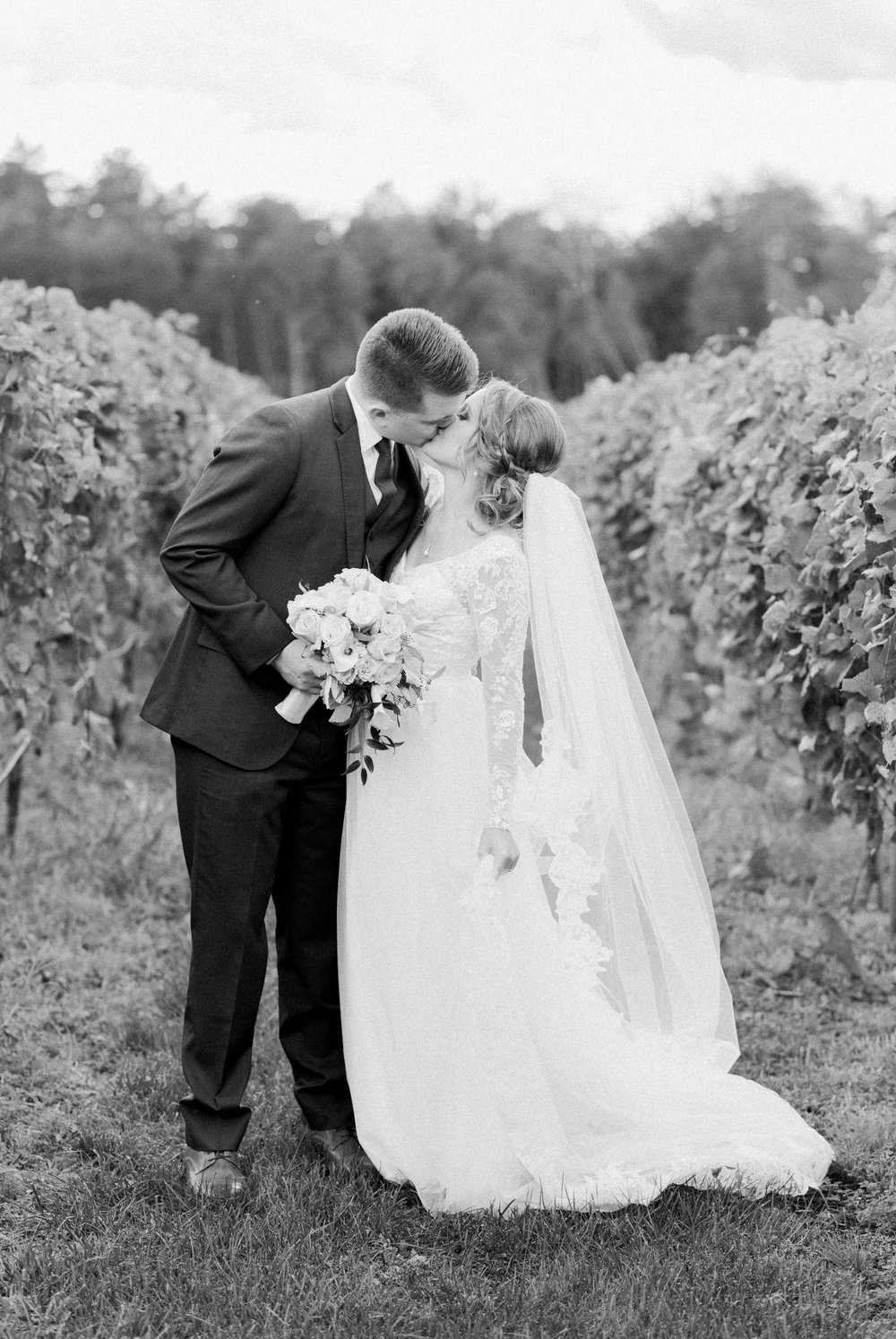 GrantElizabeth_wineryatbullrun_DCwedding_Virginiaweddingphotographer 18.jpg