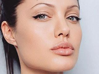 This is the semi cat eye look which is one of my go-to styles. It's great for day time to give a subtle edge.