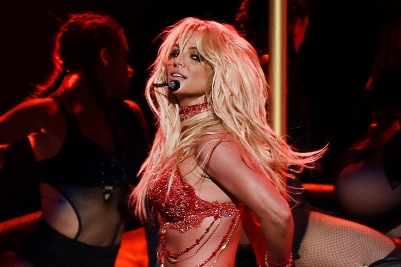 Britney performs at the 2016 Billboard Music Awards