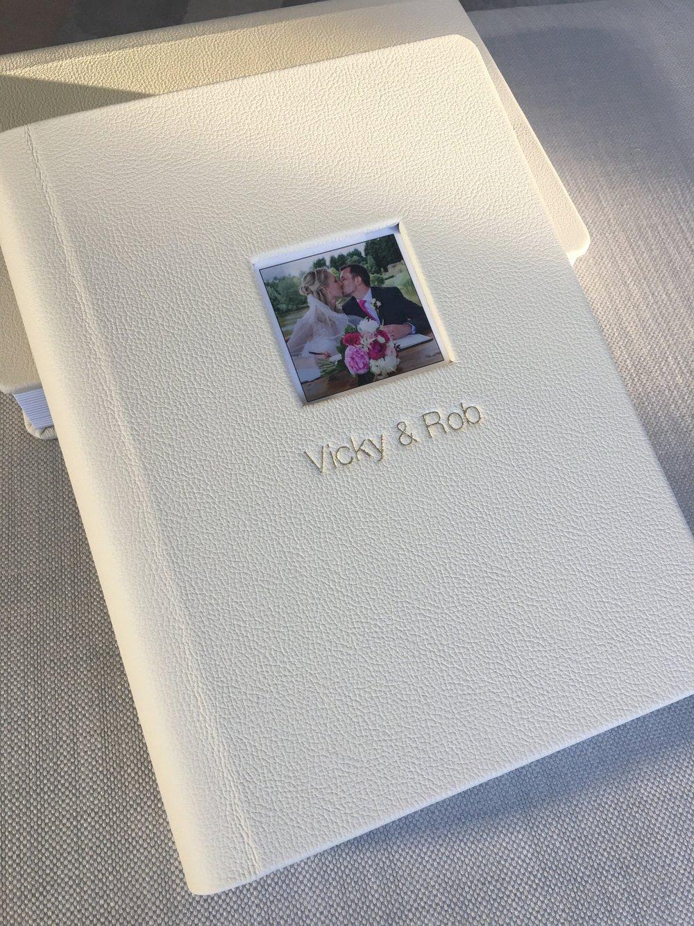 Graphistudio Original Wedding Album Rigid pages, Gold lux lining, picture window 1.jpg
