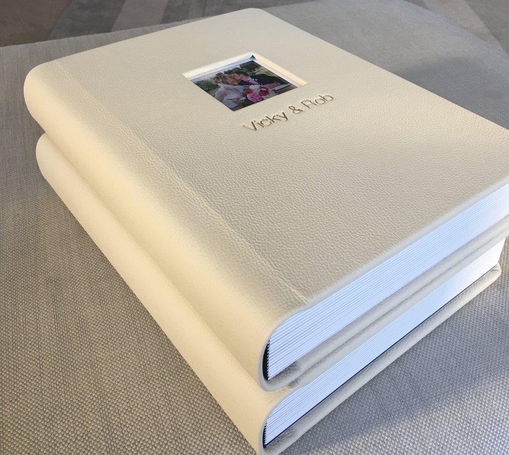 Graphistudio Original Wedding Album Rigid pages, Gold lux lining, picture window cream.jpg