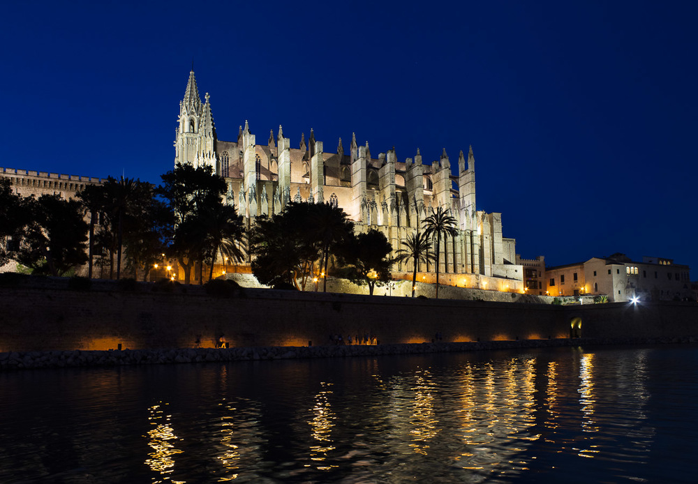 ...to the late blue hour Catedral de Mallorca.