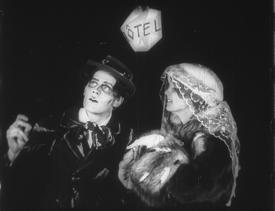 VON MORGENS BIS MITTERNACHTS (1921) —Karlheinz Martin.