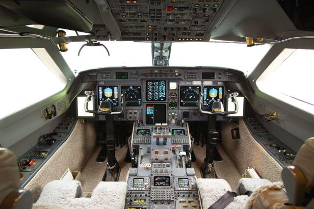 Gulfstream GV #564 Cockpit.jpg