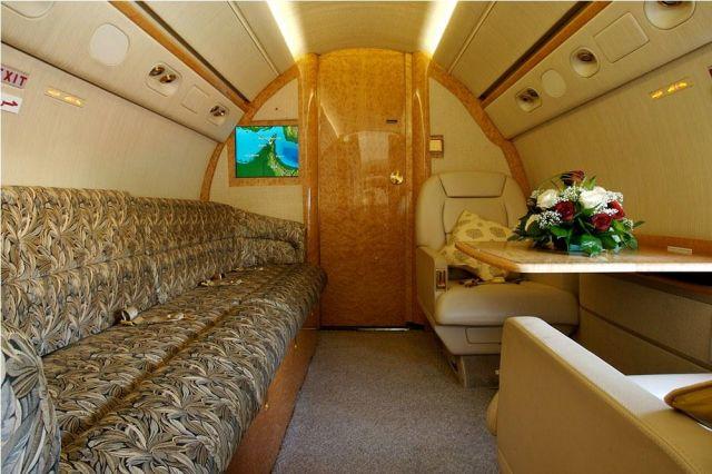 Gulfstream GV #564 Interior Divan.jpg