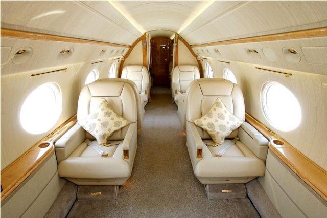 Gulfstream GV #564 Interior Fwd Clubs.jpg