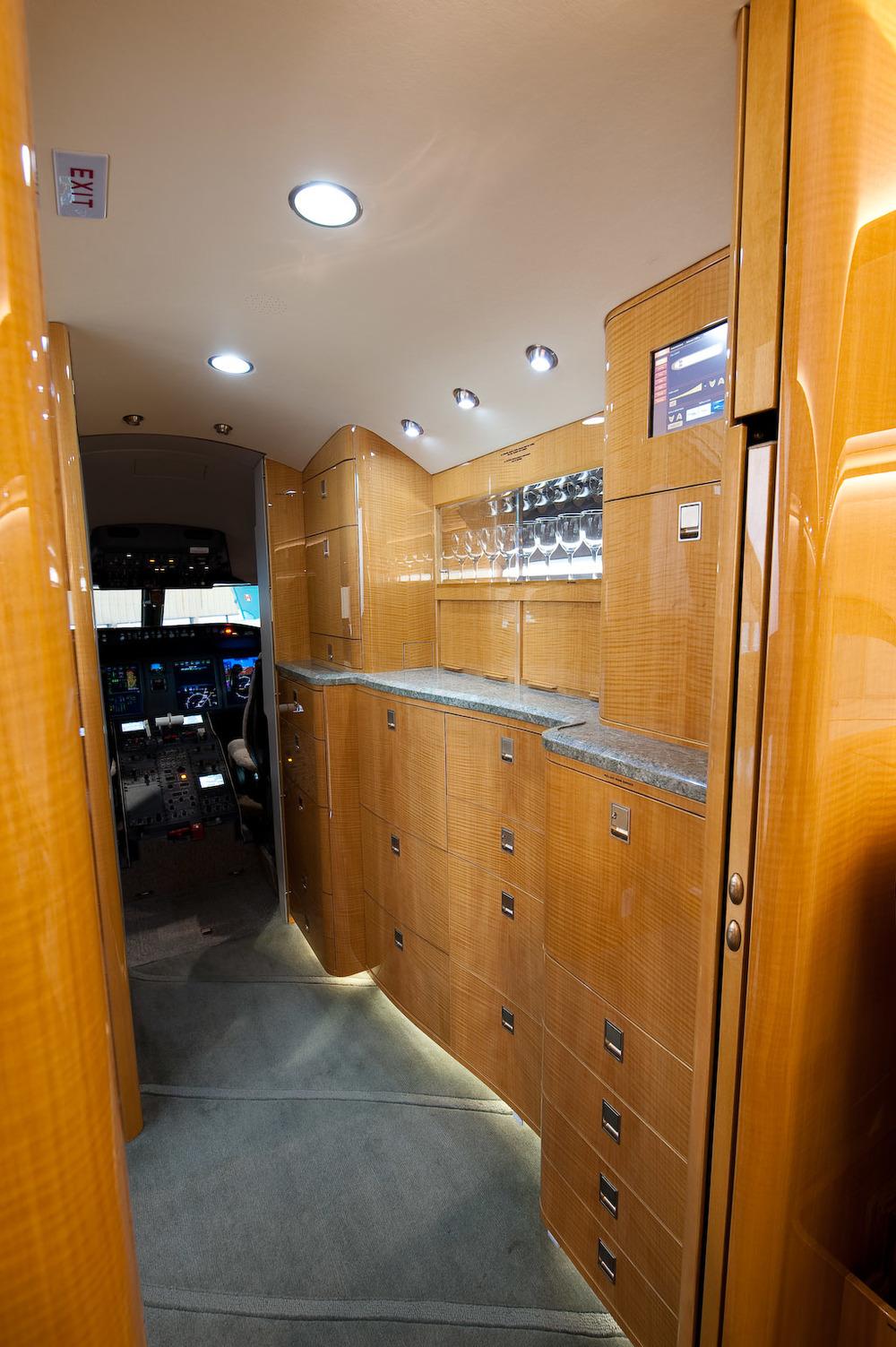 Challenger 605 5772 Interior 2.jpg