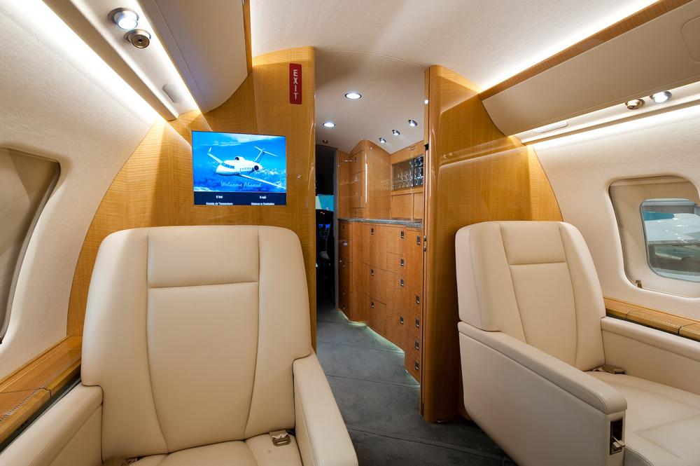 Challenger 605 5772 Interior 3.jpg
