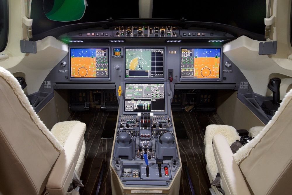 2012 Dassault Falcon 7X For Sale - Cockpit