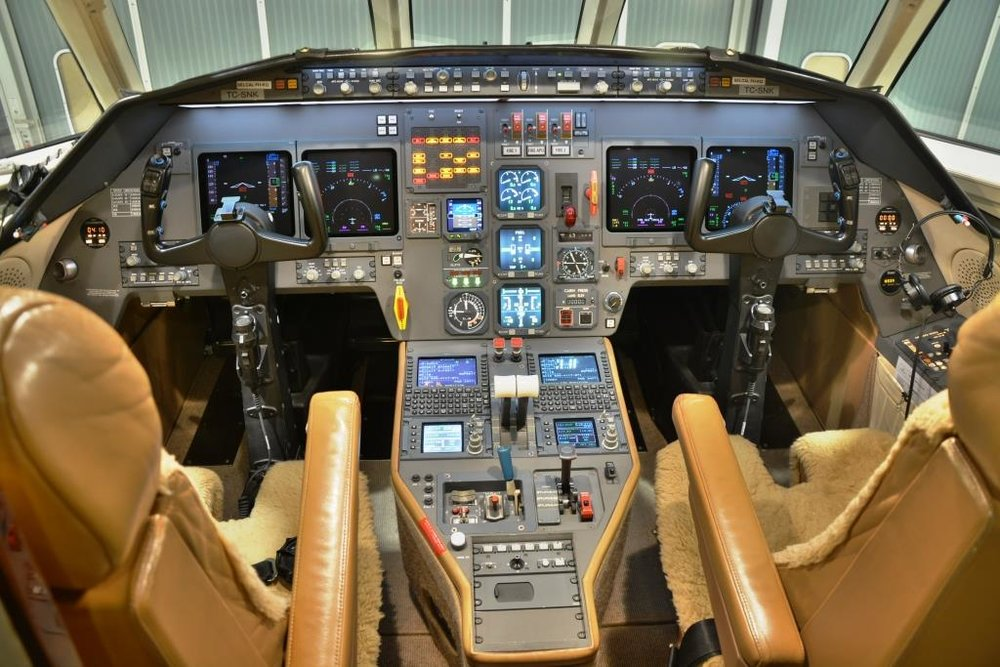 2006 Falcon 2000 For Sale Interior 11