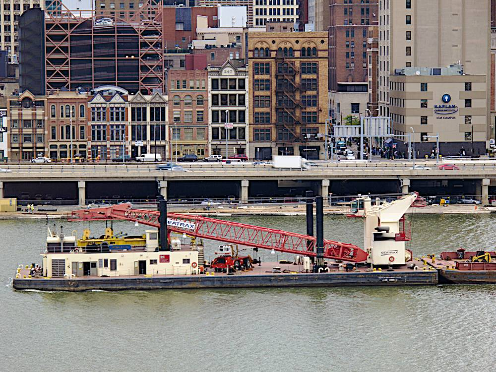 Pgh Boats: Crane on the Monongahela