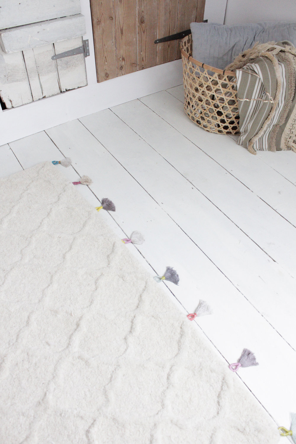 Anthropologie style rug hack by hesters handmade home