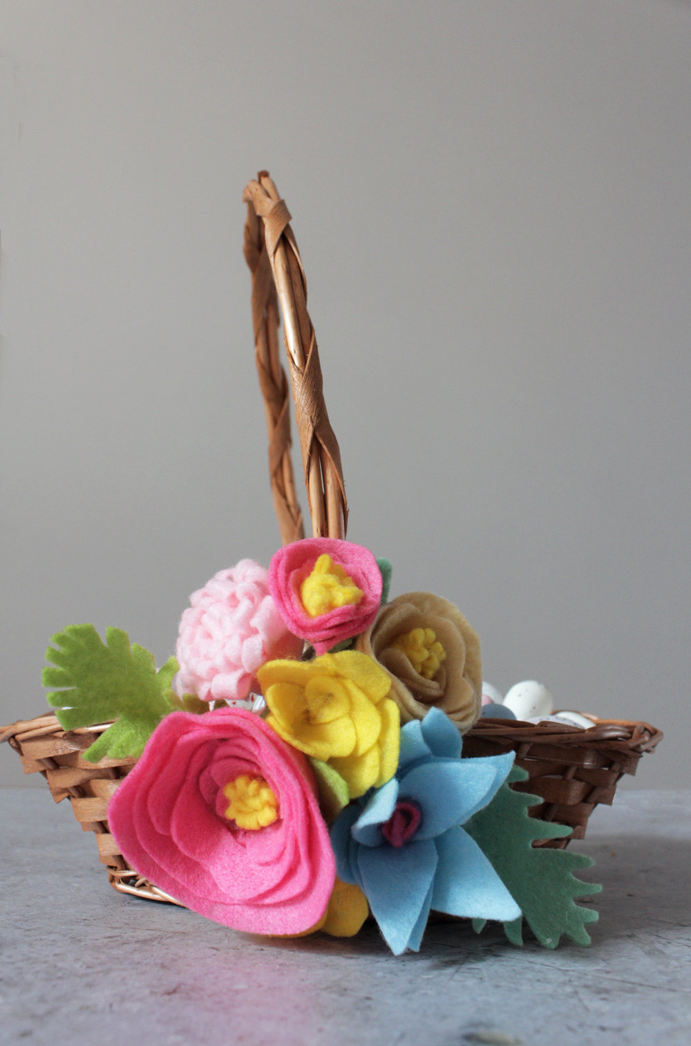 Felt flowers decorated Easter basket with www.hestershandmadehome.com