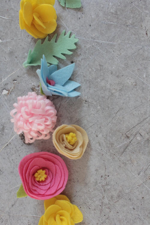 making felt flowers with www.hestershandmadehome.com