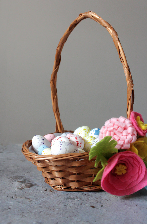 Floral Easter egg basket by www.hestershandmadehome.com
