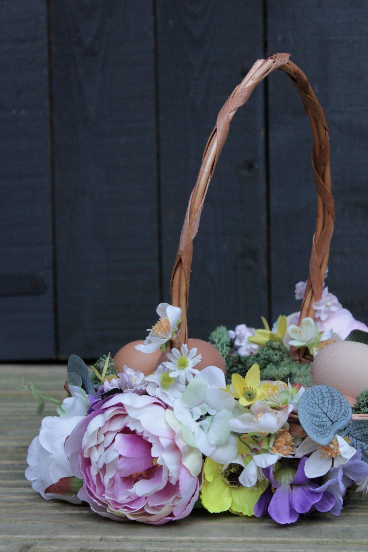 Faux+flower+egg+basket+with+www.hestershandmadehome.jpg