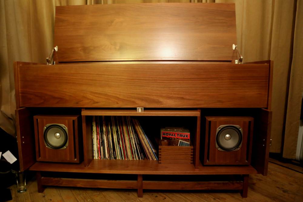 Pickett Furniture's Morkt Samfunn Console.