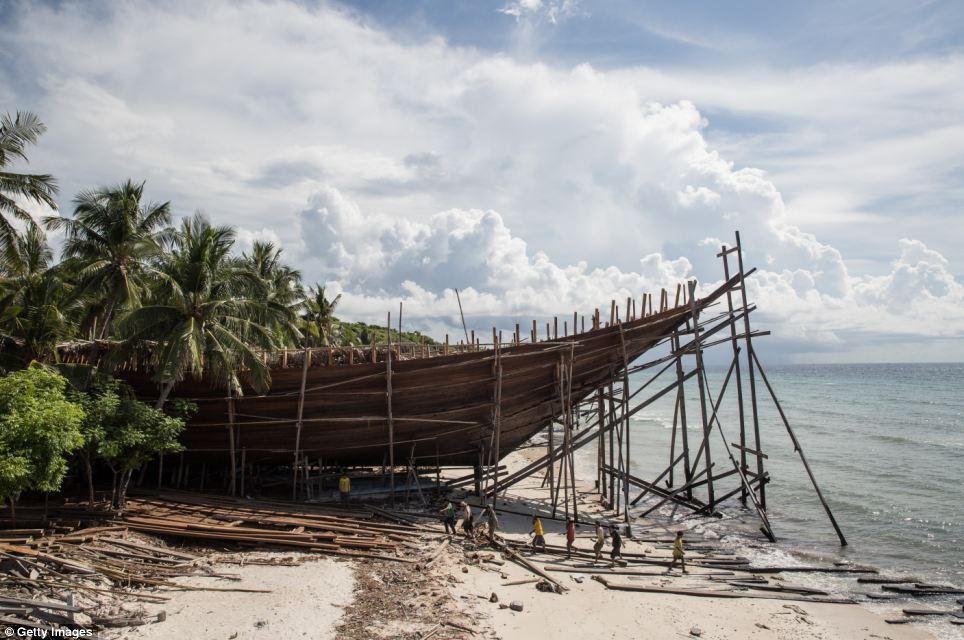 Traditional Boat Building in Indonesia — The Hand & Eye