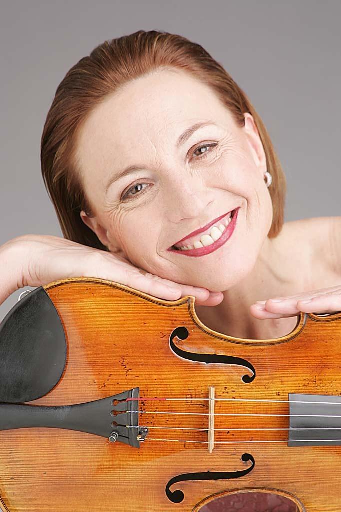 Gertrude Rossbacher, Viola
