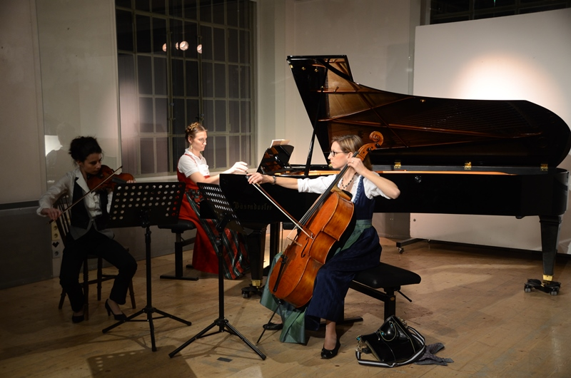 Chanda VanderHart, Louisse Chisson and Mara Kronick play the Dumky Trio