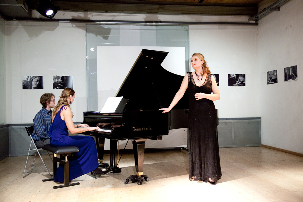 Chanda VanderHart and Magdalena Anna Hofmann