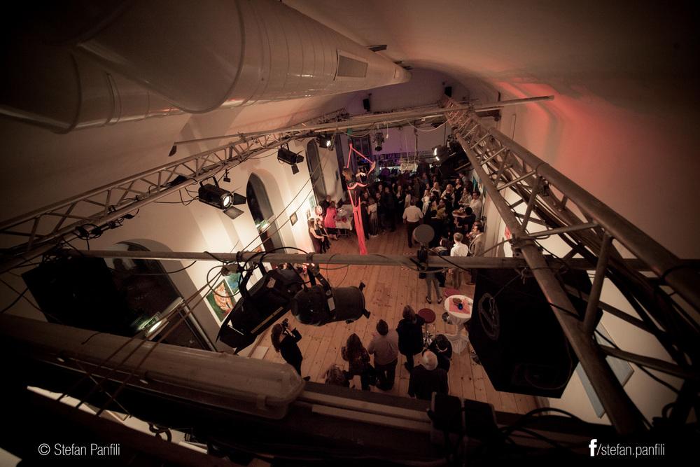 Mosaïque Circus bar scene