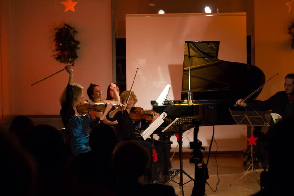 Rita Manning, Deirdre Brenner, Barbara Barbara Gorzynska, Rafael Handschuh and Johannes Kubitschek perform Schumann piano quintet