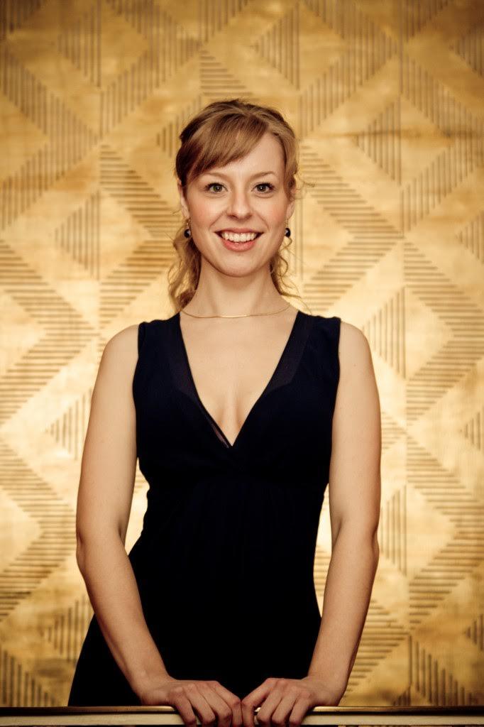 Meredith Nichollai, Vocalist