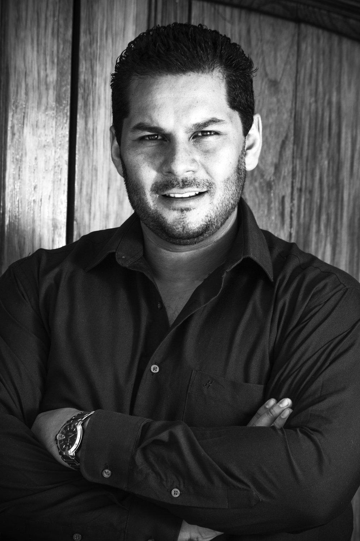 Carlos Osuna, Tenor