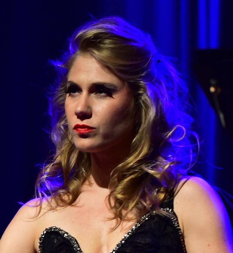 Melanie Long, Mezzo-soprano