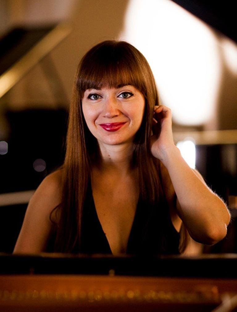 Sabina Hasanova, Piano