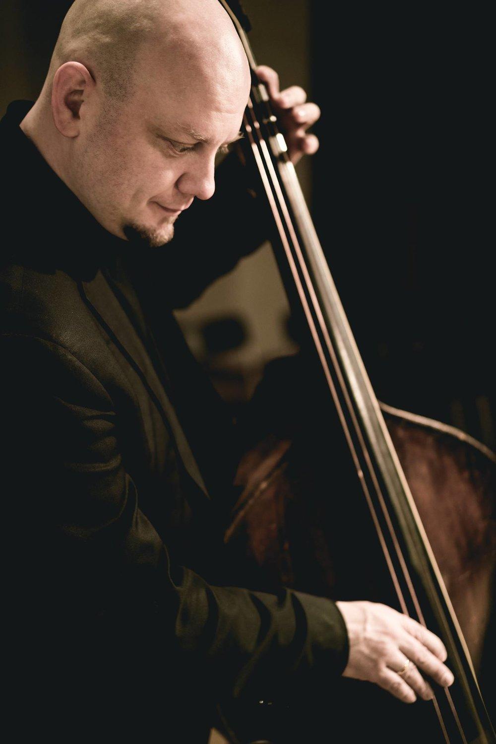 Karol Hodas, Bass