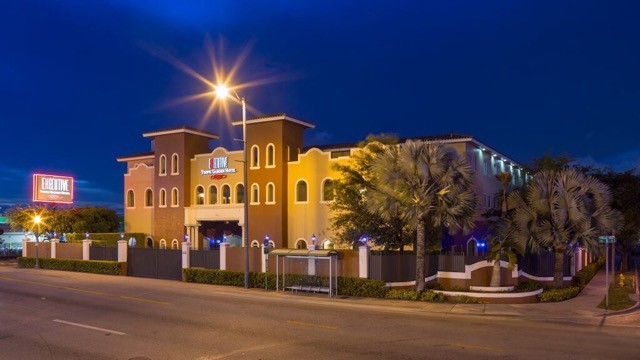 Executive Tropic Garden Hotel (photo courtesy of www.executivefantasyhotels.com)