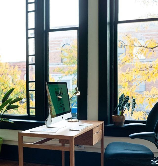 Enjoying the fall colors this morning out our window 🍂 Happy Friday everyone! #garfielddesk #whiteoak #solidwood #hedgehouse