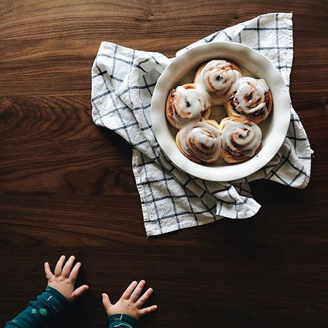 We couldn't be more ready to make memories around the table. C'mon Thanksgiving! These cinnamon rolls from @ro.birkey look like the perfect start #regram #solidwalnut #walnut #diningtable