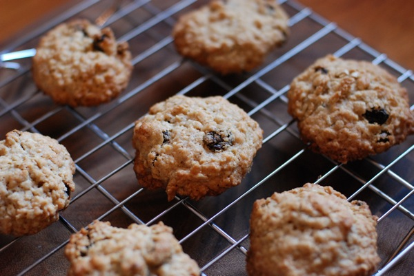oatmeal raisin cookies1
