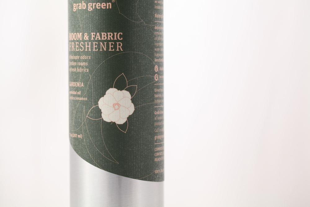 Design-Helm_Grab-Green_Beauty_Room-Fabric-Freshener_Gardenia.jpg