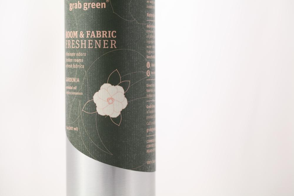 Design-Helm_Grab-Green_Beauty_Room-Fabric-Freshener_Gardenia.jpg