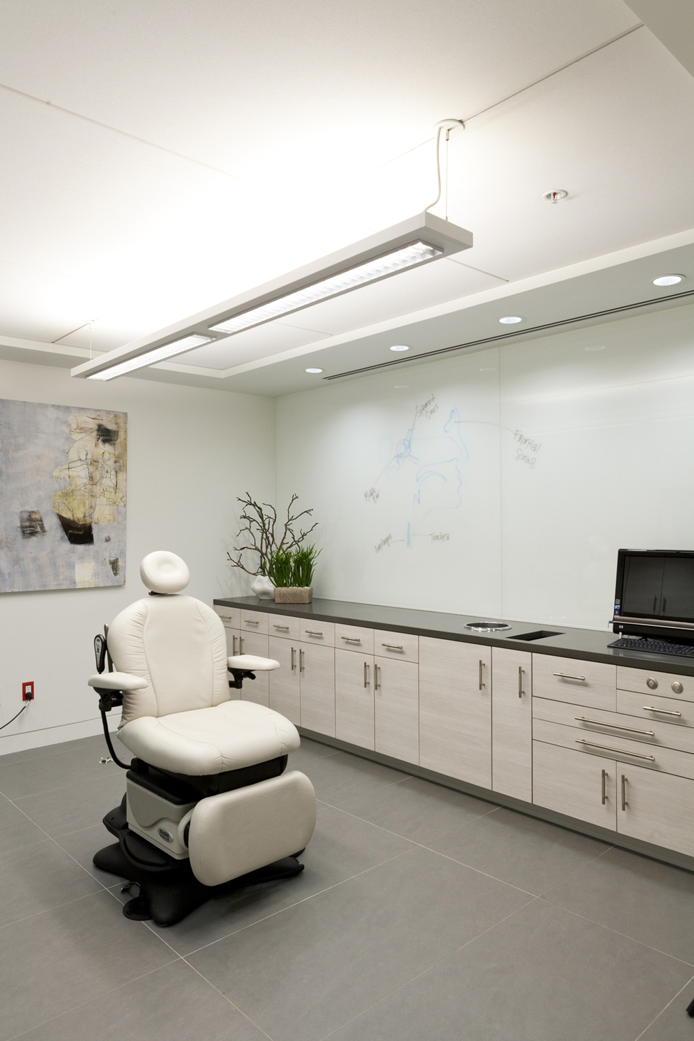 Design-Helm_CENTER_Interiors_Procedure-Room.jpg