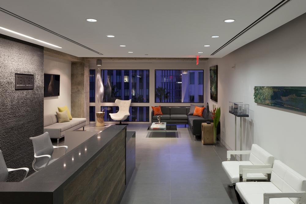 Design-Helm_CENTER_Interiors_Reception-Lounge-at-night.jpg