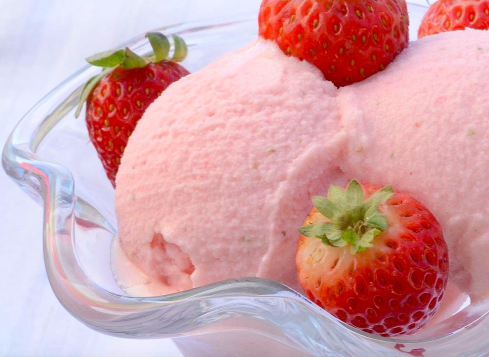 Strawberry Yoghurt Ice Cream.png