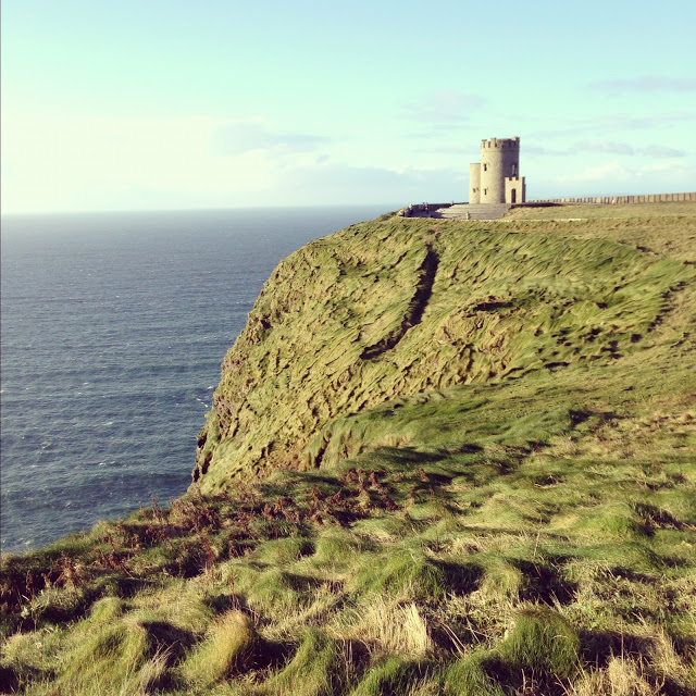 obriens_tower_cliffs_of_moher_day_trip_ireland_aspiringkennedy.JPG
