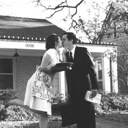 aspiring_kennedy_kissing_pictures_homemaker_house_picture.JPG