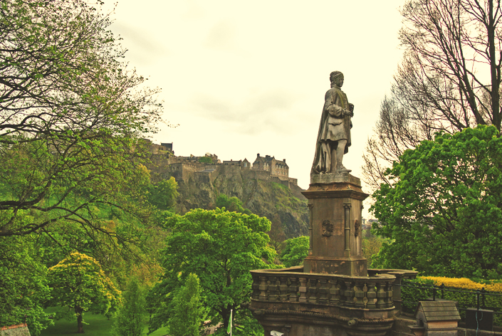 edinburgh_castle_view_aspiring_kennedy.jpg