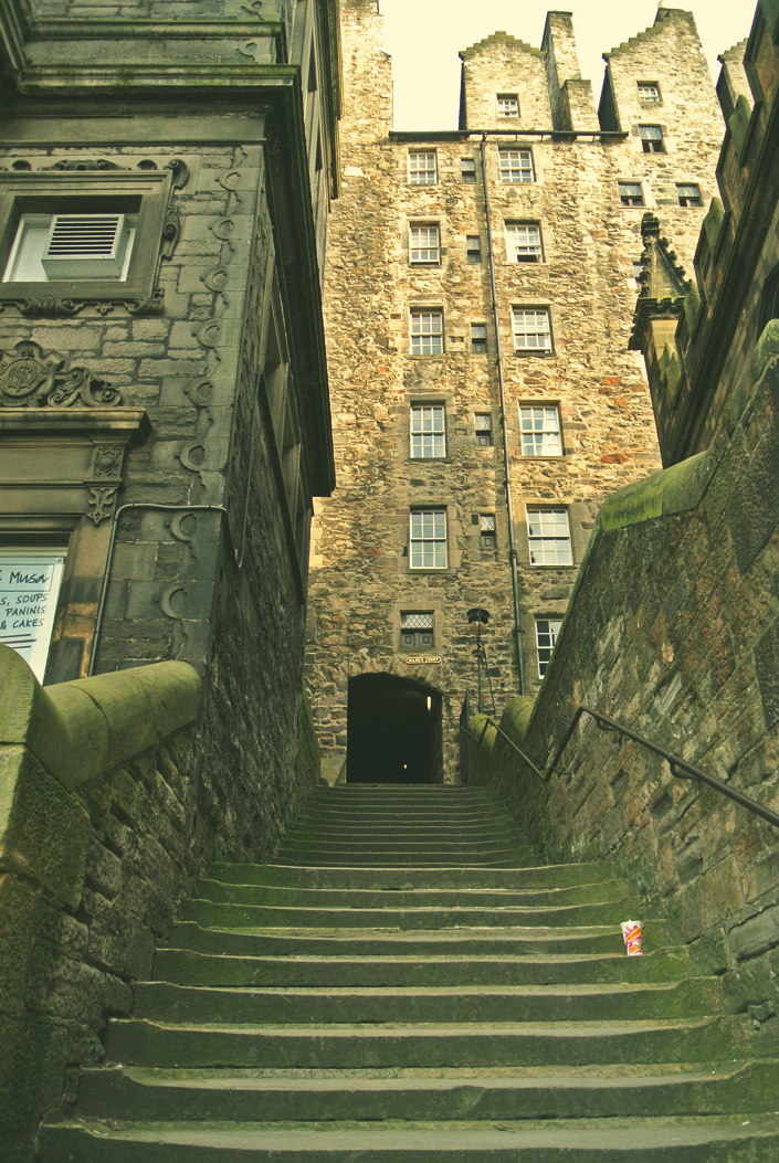 edinburgh_close_stairs_aspiring_kennedy.jpg