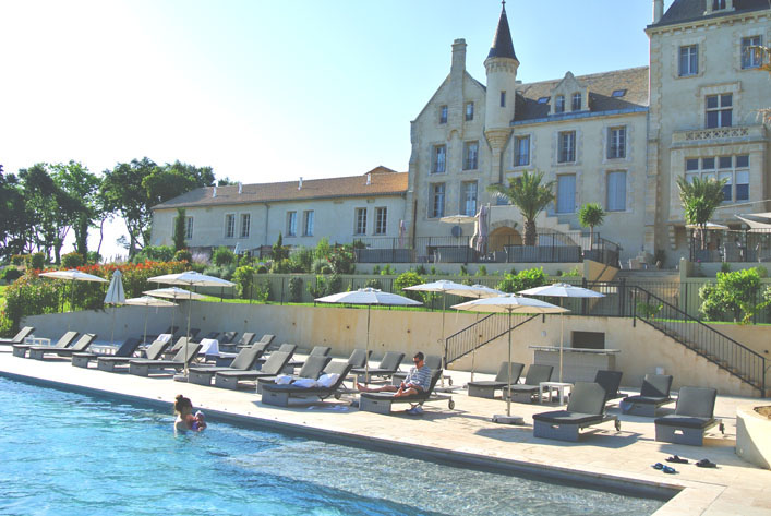french_chateau_with_infiniti_pool_chateau_les_carrasses_aspiringkennedy.jpg