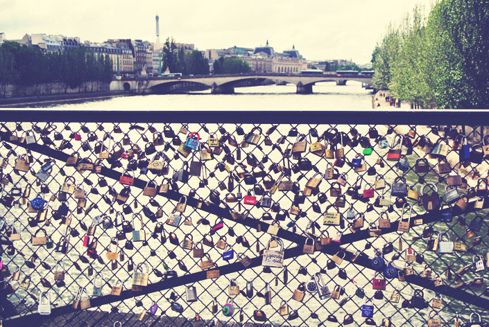 bridges_with_locks_paris_aspiring_kennedy.jpg