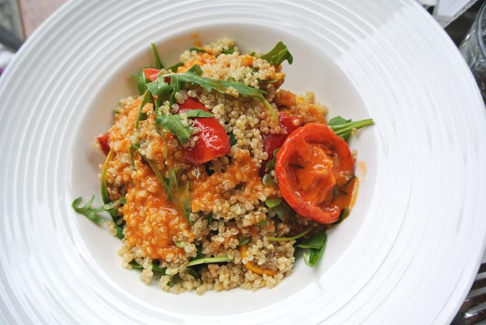 quinoa_salad_at_central_and_co_good_lunch_spots_in_central_london_aspiring_kennedy.jpg